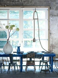 love the simplicity of it de casas interior design Blue Dining Tables, Dining Room Blue, Dining Area, Dining Chairs, Home Interior, Interior Architecture, Interior Design, Deco Champetre, Home Trends