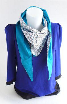 9af53f99e115 Foulard, Echarpe Triangle, chèche, graphique blanc noir bleu, dos uni  turquoise foncé