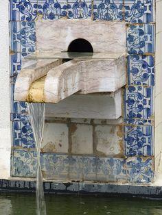 Fountain in Lisboa, Portugal. Portuguese Culture, Portuguese Tiles, Visit Portugal, Portugal Travel, Tile Art, Mosaic Tiles, Beautiful Buildings, Beautiful Places, Handmade Tiles