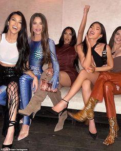 Rob Kardashian Socks, Kardashian Jenner, Kourtney Kardashian, Kardashian Style, Mode Kylie Jenner, Kylie Jenner Instagram, Kyle Jenner, Cute Braces, Sister Poses