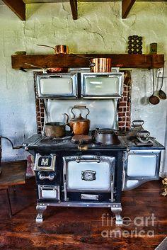Kitchen - The Vintage Stove Photograph - Kitchen - The Vintage Stove Fine Art Print Antique Kitchen Stoves, Antique Wood Stove, Old Kitchen, Vintage Kitchen, Kitchen Decor, Cuisinières Antiques, Vintage Appliances, Kitchen Appliances, Kitchens