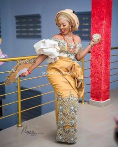 The latest traditional wedding attire for igbo brides This Igbo bridal wear collection consist of Igbo brides in george wrapper and blouse. Aso Ebi Lace Styles, African Lace Styles, Lace Dress Styles, African Lace Dresses, Latest African Fashion Dresses, African Print Fashion, Ankara Fashion, African Prints, Ankara Styles