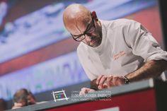 """Aquí tenéis a Mitxel Suárez, uno de los cocineros que participó en la última edición del Campeonato de Euskal Herria de Pintxos en Hondarribia. Puedes visitarle en el asador Borda Berri de Hueto, muy cerquita de Gasteiz (Tfno. 945 226411). Presentó el pintxo """"Koko txanel koral"""". Cómprate un libro de campeonato: http://www.campeonatodeeuskalherriadepintxos.com/tienda/ #Hondarribia #Pintxos @hondarribiaturi @euskadipintxos"""