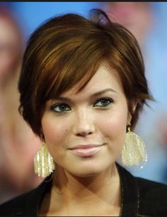 Love this look! Short hair for a fuller face