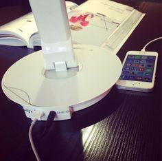 Philips Eye  care asztali lámpa és az iPhone-m töltés közben :)