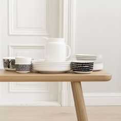 With the new collection of tableware and textiles from Marimekko you will be always in good company. The collection includes five cups, three bowls, three plates, a tea pot and different textiles and you will be free to combine them in an almost infinite Marimekko, Bons Plans, Charger Plates, Dinnerware Sets, Scandinavian Style, Fine Dining, Decoration, Dog Bowls, Simple Designs