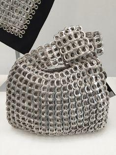 Le borse di Dalaleo, eco e glam Pop Can Tabs, Soda Tabs, Recyle, Pop Cans, Chrochet, Chainmaille, Slow Fashion, Purses And Bags, Swarovski