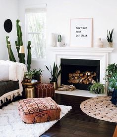 boho living room with plants and adorable pouf. Cozy boho living room with plants and adorable pouf. Boho Chic Living Room, Boho Room, Bohemian Living, Cozy Living, Indie Living Room, Bohemian Beach, Living Room Decor Unique, Bohemian Style, Moroccan Decor Living Room