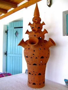 The Art of Pottery - Sifnos tourist guide Greek Art, Greece Travel, Greek Islands, Traditional House, Pottery Art, Ceramic Art, Arts And Crafts, Ceramics, Rustic