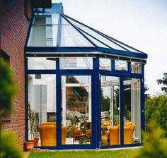 http://jasonotto.net/wp-content/uploads/Alu-wintergarten-mit-einem-atemberaubenden-design-mit-bemalt-der-ledersessel-au%C3%9Fen-dekoration-blau.jpg