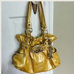I just discovered this while shopping on Poshmark: Yellow Purse. Check it out!  Size: Medium