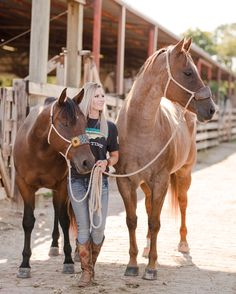 Monica Therrien and her quarter horses Ripsy and Roany at the Fort Worth Stockya. Monica Therrien and her quarter horses Ripsy and Roany at the Fort Worth Stockyards in Fort Worth, Horse Senior Pictures, Cowgirl Pictures, Pictures With Horses, Horse Photos, Country Senior Pictures, Cute Horses, Pretty Horses, Horse Love, Beautiful Horses