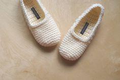 Simple Crochet Slippers (20.00 USD) by WhiteNoiseMaker