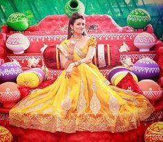Divyanka Tripathi Is Glowing In Yellow Like A Princess At Her Haldi Ceremony!  #DivyankaWedsVivek #DivyankaTripathi #VivekDahiya #celebritieswedding #celebritywedding #wedding #bollywoodwedding #bride #groom #weddingtime #bollywood #bollywoodstyle #bollywoodactress #bollywoodactor #actress #actor #picoftheday #instapic #instadaily #instagood #filmywave