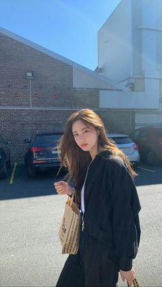 Pretty Korean Girls, Korean Beauty Girls, Korean Girl Fashion, Ulzzang Fashion, Korean Street Fashion, Urban Fashion, Look Fashion, Fashion Outfits, Fashion Tips