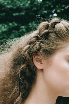 Alexa's braid was a half-up, twisted style that ran along the crown of her head… Box Braids Hairstyles, Cool Hairstyles, Updo Hairstyle, Hairstyle Photos, Hairstyles For Frizzy Hair, Wedding Hairstyles, Hair Inspo, Hair Inspiration, Colorful Hair