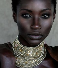 The model and her neckless are so, so beautiful!