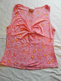 Womens or Juniors  Sleevelss Blouse Size M Daisy Pattern Runs Small