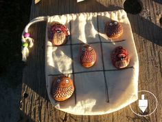 Juego de mesa: gato con rocas Dsiponible en: https://www.kichink.com/stores/annilapiri