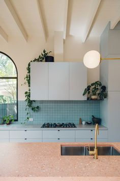 Sans-Arc Studio has added a playful kitchen extension to a cottage in Torrensville, Australia, which is characterised by white-plaster walls, arches and terrazzo. Named the Plaster Fun House, the home is Interiores Art Deco, Interiores Design, The Design Files, Küchen Design, Deco Design, House Design, Chair Design, Design Ideas, Cocina Art Deco