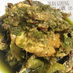 Resep masakan Padang asli Instagram Spicy Recipes, Cooking Recipes, Healthy Recipes, Indonesian Food Traditional, Malay Food, Snap Food, Tasty, Yummy Food, Diy Food
