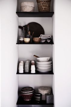 shelving . april | 2013 | Helt enkelt