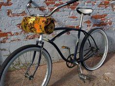 Huereque McErlean, another fun bike bag option! Comes off and turns into a purse! Bike Bag, Biker Chic, Scooter Girl, Bike Storage, Bike Wheel, Natural Latex, Cycling Gear, Bike Accessories, Tricycle