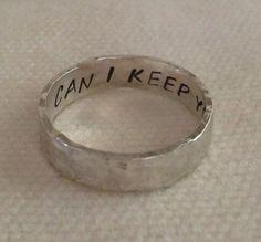 """""""Can I keep you"""" - Een ring waar iets is ingekerfd."""