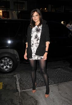 Katie Holmes in sexy dress with sheer black pantyhose and heels Pantyhose Outfits, Black Pantyhose, Black Tights, Nylons, Pantyhosed Legs, Quoi Porter, Stocking Tights, Black Stockings, Katie Holmes