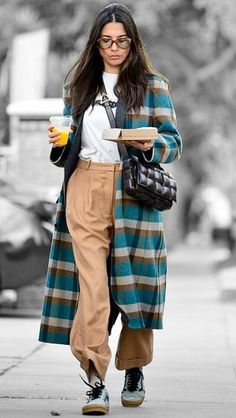 Jessica Gomes in Los Angeles, California on Tuesday Fall Winter Outfits, Winter Style, Autumn Winter Fashion, Tomboy Fashion, Fashion Outfits, Cool Street Fashion, Street Style, Jessica Gomes, London Outfit