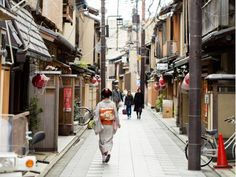 Kyoto alley cropped