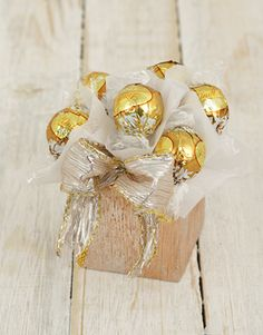 Petite Golden Lindt Ball Arrangement Entrance Halls, Christmas Gifts, Xmas, Projects To Try, Gift Wrapping, Seasons, Gift Ideas, Wedding, Xmas Gifts