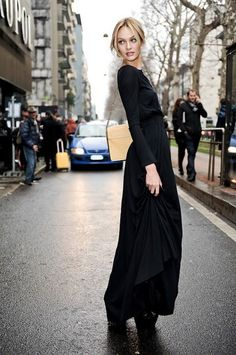 """vogue-at-heart: """" Street style - Candice Swanepoel """" Candice Swanepoel Street Style, Magazine Vogue, 2015 Fashion Trends, Milan Fashion, Street Fashion, Style Noir, Black Maxi, Dress Black, Carrie Bradshaw"""