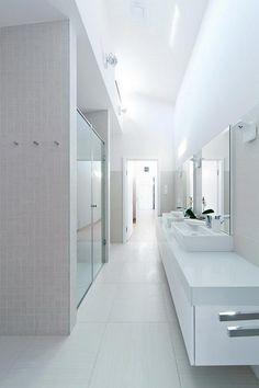 witte-badkamer-dubbele-inloopdouche