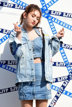 elebrity addresses free for Fan mail ccontacting celebrities and receiving free celebrity autographs and photos in the mail! Jeon Somi, Stage Outfits, Kpop Outfits, Korean Girl, Asian Girl, Girl Celebrities, Girl Photography Poses, Beauty Full Girl, Denim Outfit