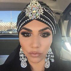 """Gorgenius Turbanista. :) ✨ @asakaftans PRIESTESS glam turban is IT. Face beat down by my girl @styledbyhrush #priestess #asasoltan #shahs…"""