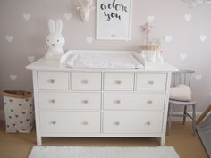 DIY attachment changing table - IKEA Hemnes - detailed instructions with shoppin. - Ikea DIY - The best IKEA hacks all in one place Baby Nursery Diy, Baby Room Diy, Nursery Twins, Baby Room Decor, Nursery Room, Nursery Ideas, Ikea Hemnes Changing Table, Ikea Hemnes Chest Of Drawers, Girl Room