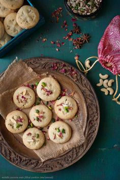 Middle Eastern Nut Filled Cookies Recipe (Ma'amoul)