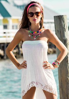 This modern multi-variant beach skirt with clever crochet pattern at the edges can be used as a skirt or as a dress. The dress is soft to the skin and is very easy care. Outfit Strand, Summer Outfits Women 20s, Boho Chic, Beach Skirt, Mode Boho, Swimsuits, Swimwear, Summer Wear, Rock