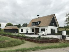 Beautiful # end result # of # a # modern # detached # home # with # outbuilding # to # Schonhoven! Different House Styles, Future House, My House, Barn Living, Garden Architecture, White Houses, House Goals, Home Fashion, Detached House