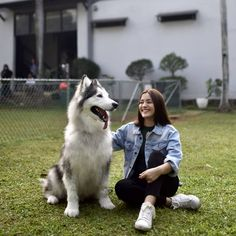 Indonesian Girls, Party Wear, Dog Lovers, Husky, Singer, Female, Dogs, How To Wear, Photography
