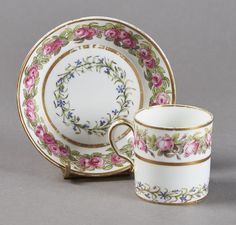 Lot : SEVRES - Gobelet litron et sa soucoupe en porcelaine dure de la troisième grandeur[...]   Dans la vente Porcelaines et Faïences du XVIe au XIXe Siècles à Pescheteau-Badin