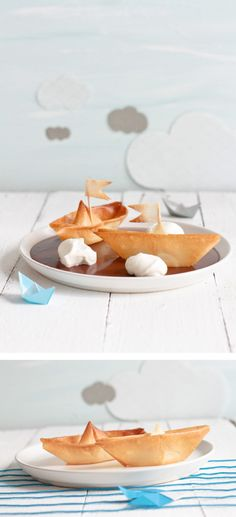 Phyllo pastry boats on chocolate lake Funny Food Pictures, Cute Food, Good Food, Sweet Recipes, Snack Recipes, Sweet Pastries, Snacks Für Party, Food Decoration, Food Humor
