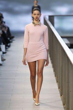 Vestido rosa palo en el 080 Barcelona Fashion #trend #fashion #catwalk #Barcelona #Naulover #fall #winter #2015