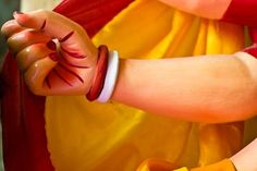 Shakha-Pola, symbols of marriage on Durga's wrist