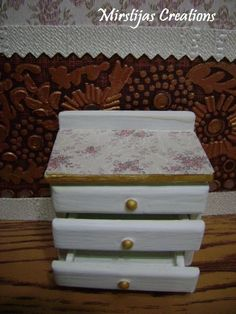 Bedside table (ed De Agostini)