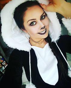 Inspiration & Accessories: DIY Panda Halloween Costume Idea – Today in Nature … - Halloween Ideas 2018 Panda Costume Diy, Panda Costumes, Cute Costumes, Family Halloween Costumes, Panda Halloween, Cute Halloween, Halloween Ideas, Diy Panda, Panda Face Painting