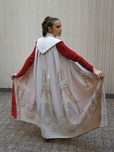 """The Padawan's Guide: lots of pictures of other Cloud City Leia costumes, and instructions about how to cut (and also """"embroider"""" using paint) the cape."""