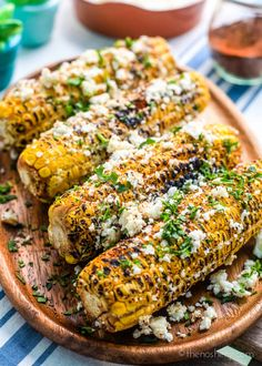 Mexican Street Corn Discover elote corn (mexican street corn) Elote corn is Mexican street corn is roasted over an open grill & coated withsalt chile powder butter cotijalime juice & mayonnaise or crema fresca. Mexican Street Corn Salad, Mexican Street Food, Mexican Corn, Mexican Appetizers, Mexican Food Recipes, Crema Fresca, Mexican Side Dishes, Corn Salad Recipes, Cookout Food
