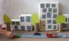 Pense bem antes de jogar fora caixas de papelão ou o rolinho de papel higiênico. Eles podem render brinquedos incríveis! Cidade de papelão